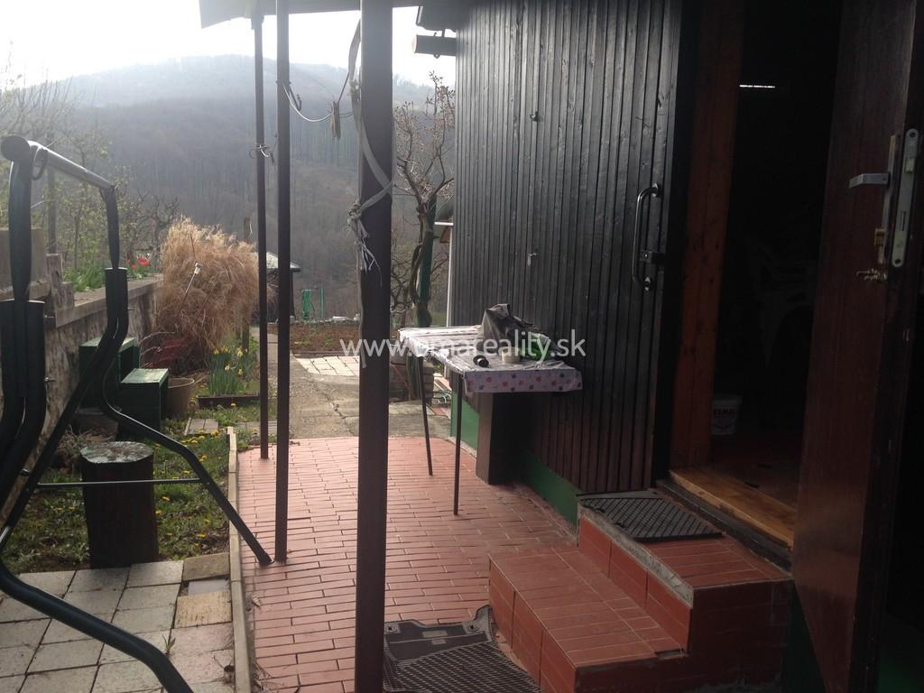 Záhrada Moravany n/V s chatkou, pripravená na sadenie, 378m2.