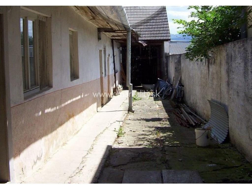 Starší rodinný dom, vhodný ako stavebný pozemok