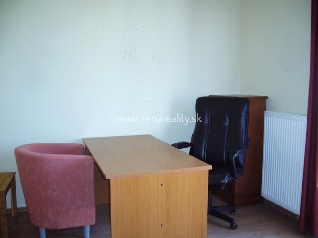 Kancelárie priamo v centre mesta pri Auparku