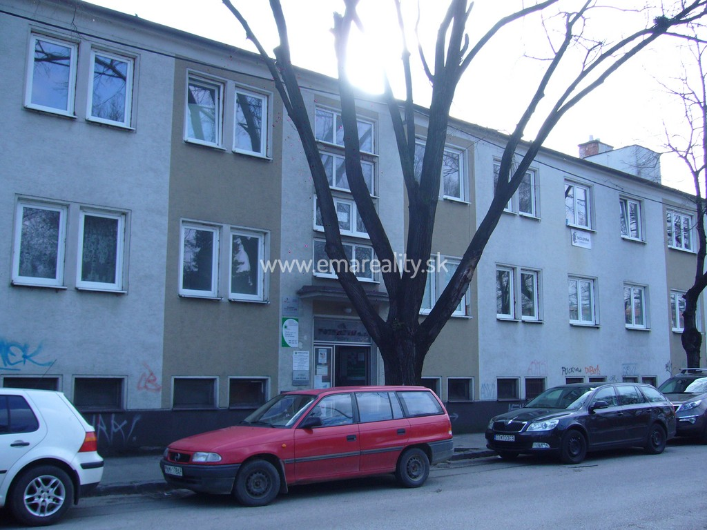 Lacná kancelária Piešťany