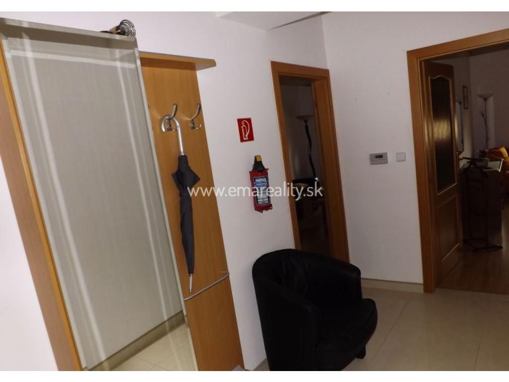 3 izb. byt v centre, na prenájom, kompletne zariadený s vlastným kúrením