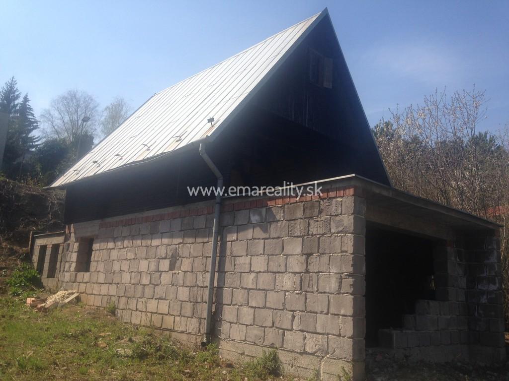 Chatka Čerenec, rozostavaná, pozemok 343 m2
