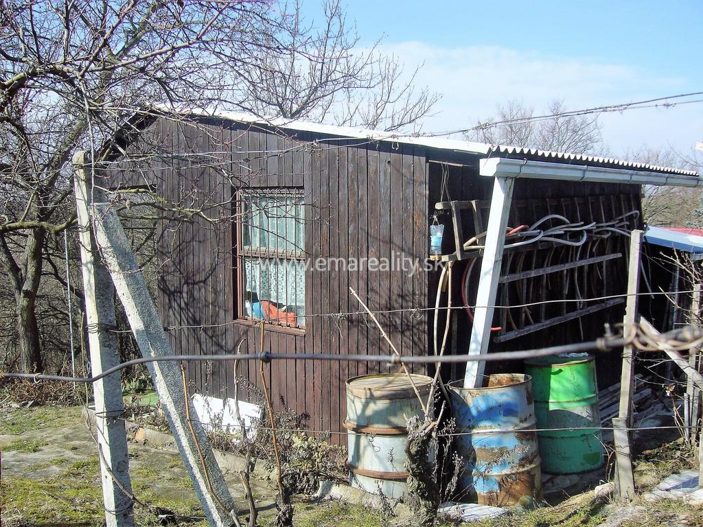 Pozemok/záhrada s chatkou a výhľadom na Sľňavu,695 m2.