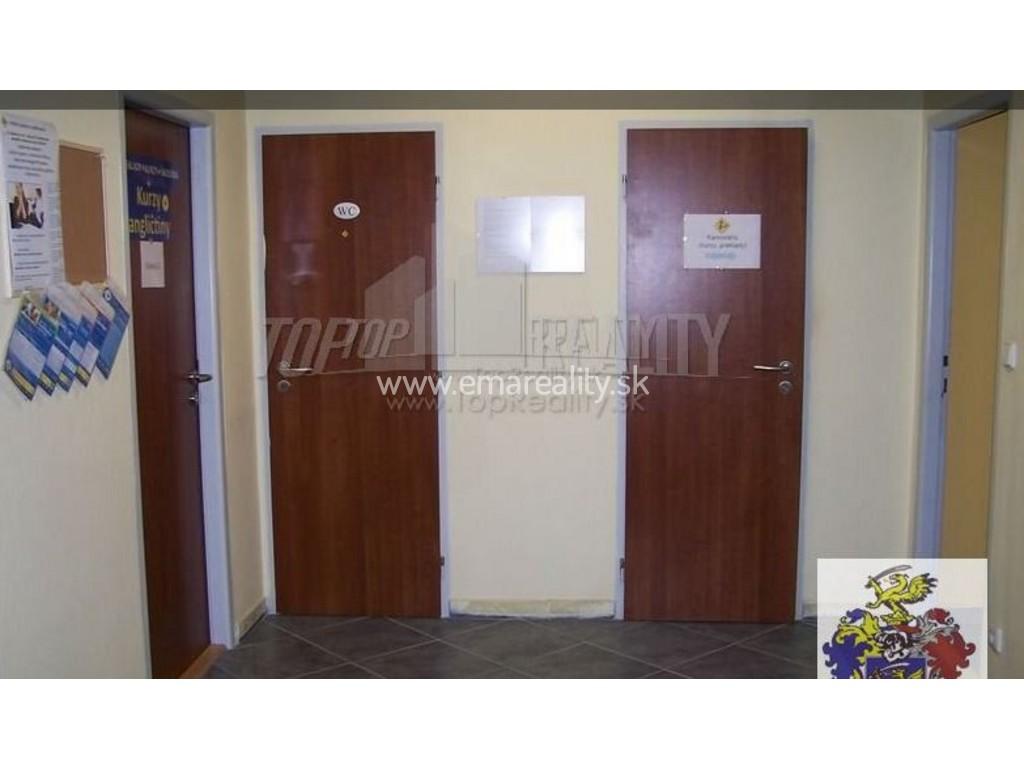 Kancelária / obchod, 2 výklady, prízemie