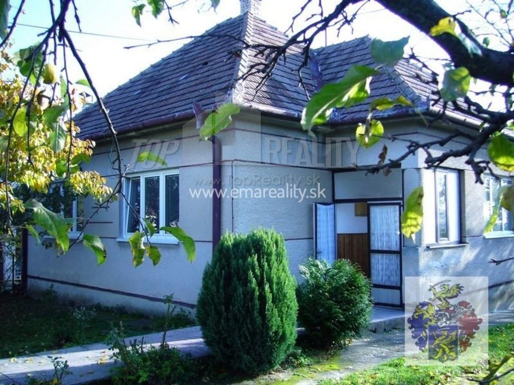 Rodinný dom s 2 garážami a veľkým pozemkom