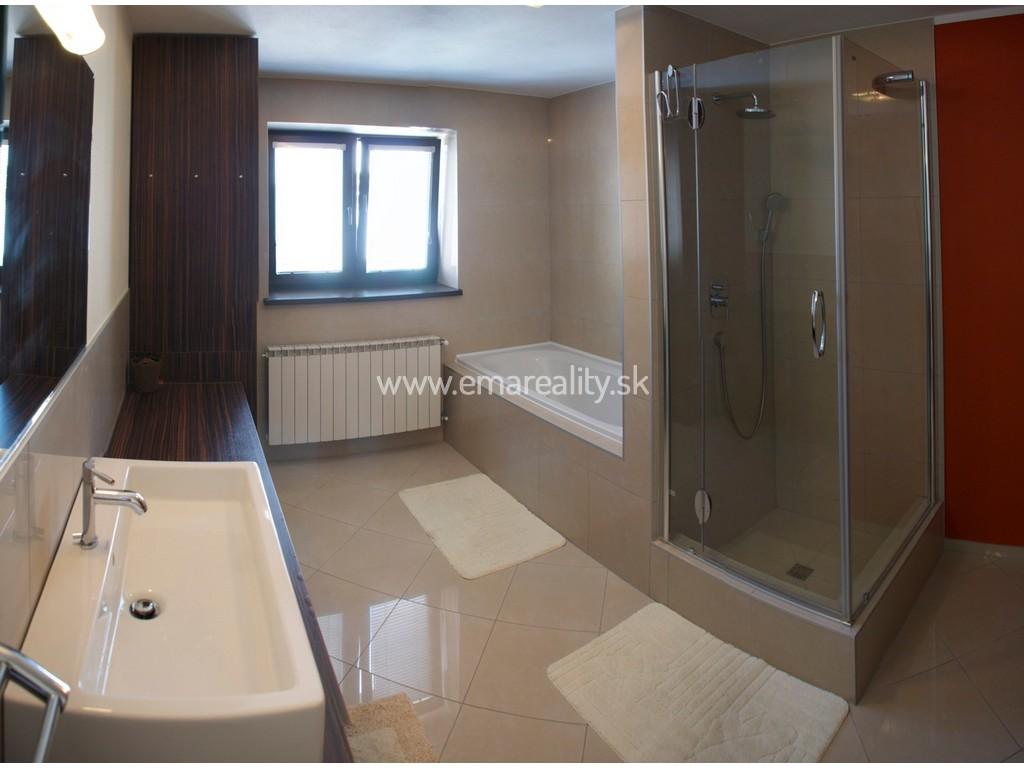 2 izb. byt v centre Piešťan, klimatizácia, parkovanie