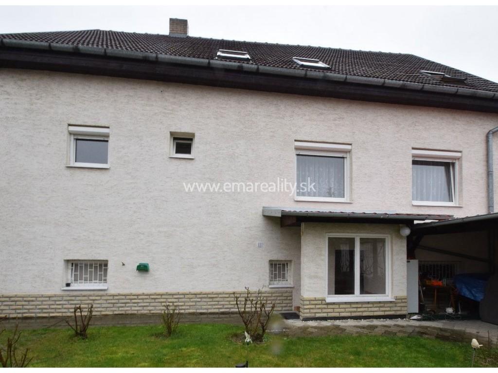 Rodinný dom s dvomi samostatnými bytmi